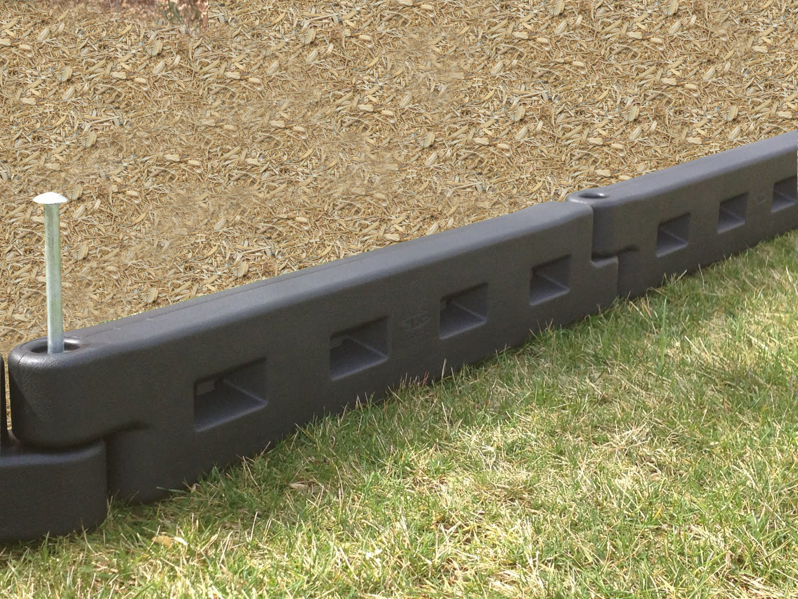 2012APS-NEW Border8 - mulch.jpg